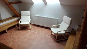 odpočinková zóna na horní chodbě